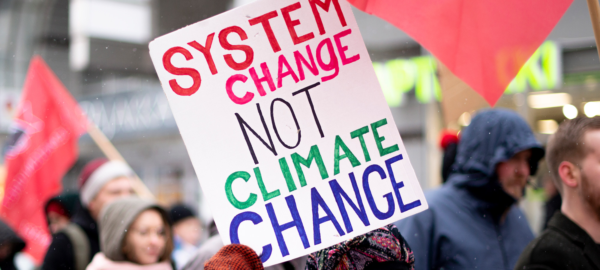 "Mielenosoituskyltti ""System change not climate change"""