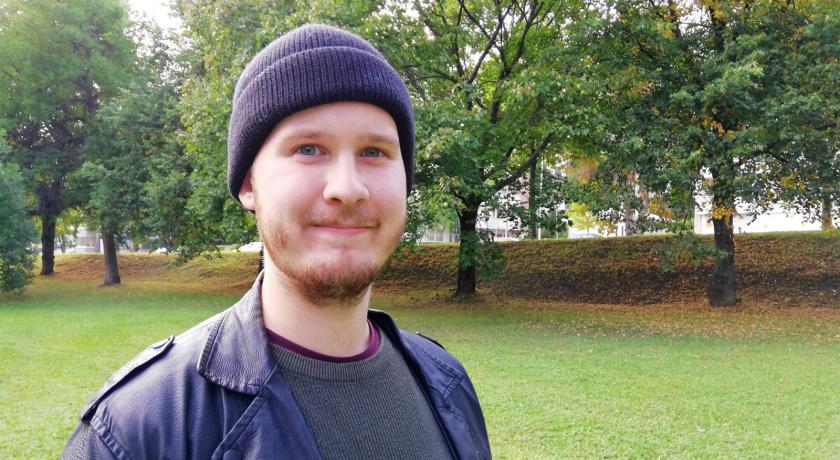 Kuva hymyilevästä Christian Karausta.
