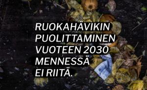 Ruokahävikin puolittaminen vuoteen 2030 menessä ei riitä -teksti. Kuva ruokahävikistä.