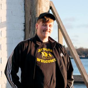 Henrik Jaakkola hymyilee auringossa.