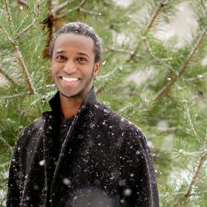 Valokuva Liban Sheikhista lumisateessa ulkona