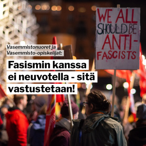"Mielenosoitus, jossa kyltti ""We all should be anti-fascists"""