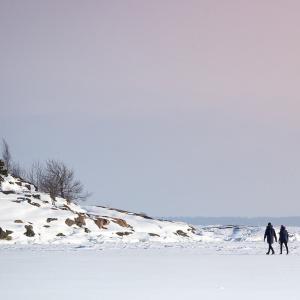 Luminen järvimaisema.